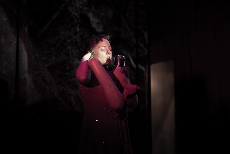 Performance artist Caitlin Baucom phot by Antoine Lutens